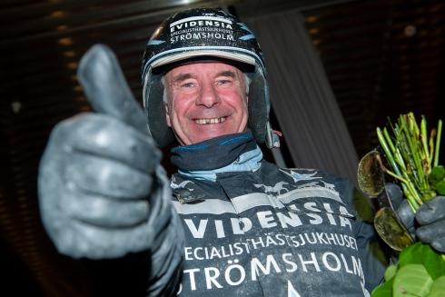 Åke Lindblom tummen upp
